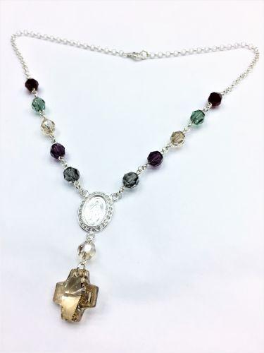 bf4c07118cee Collar Denario De Plata Y Cristal Multicolor con V. Milagrosa Con Cubics